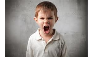 پسر بچه عصبانی